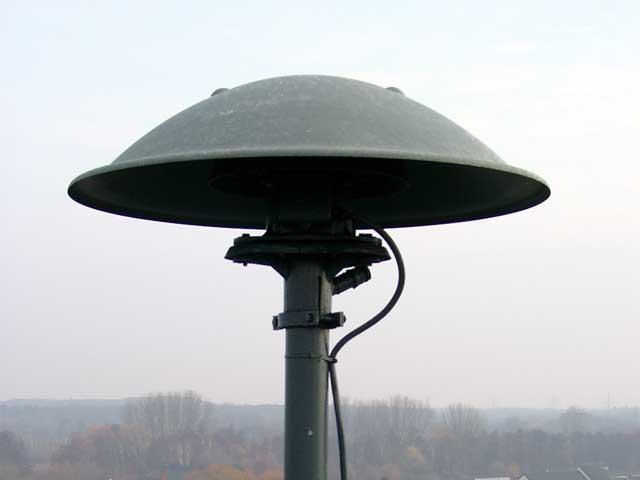 https://upload.wikimedia.org/wikipedia/commons/2/29/Pneumatic_siren.jpg